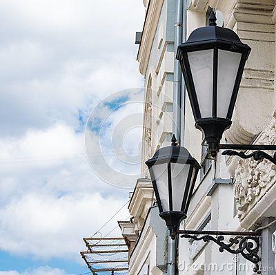 Декоративные фонарики газа на улицах Москвы