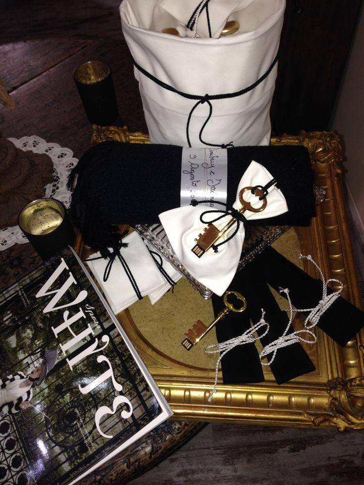 Black and White  con un tocco di Gold, chiave USB, pashmina come Cadeaux per gli ospiti.