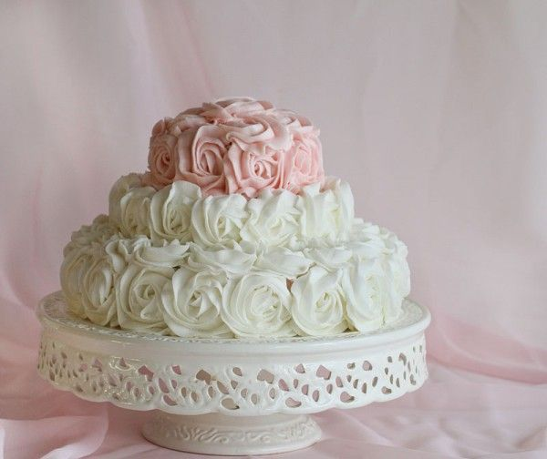 Rose cake. Rose tutorial. Would look so pretty with Wilton's pearl mist spray, to give it some shimmer