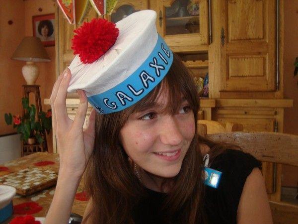 Chapeau de marin : du papier et du papier crépon
