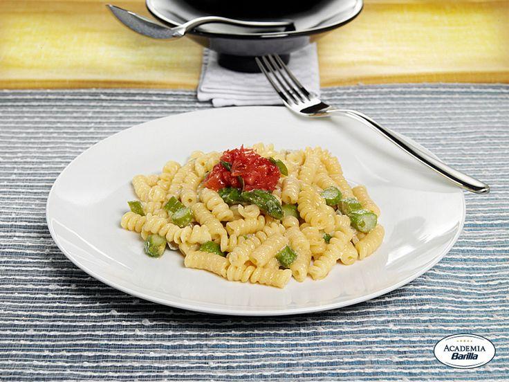 Fusilli Bucati Corti con asparagi e gorgonzola