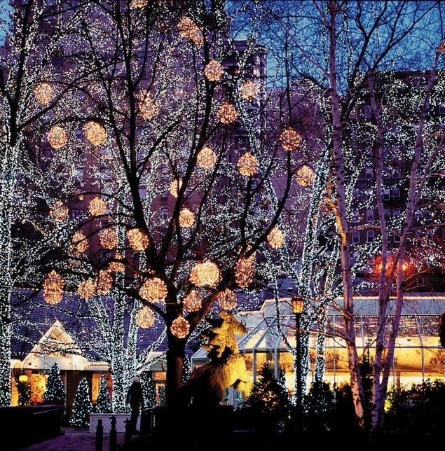 <p> Holiday decorations at the Tavern were a flamboyant tradition.</p>