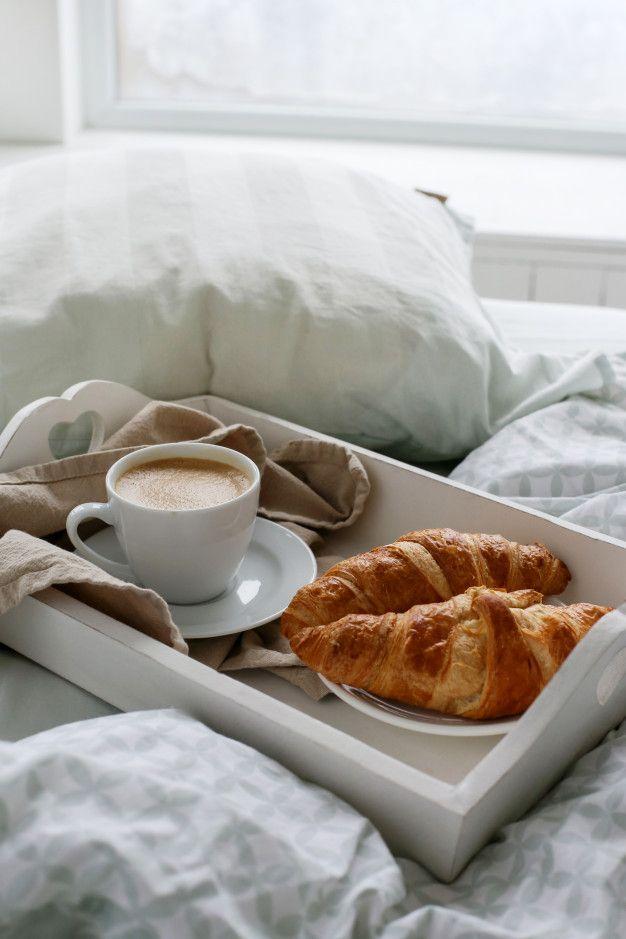 Desayuno En La Cama Por La Mañana Foto Free Photo Freepik Freephoto Comida Cafe Casa Lujo Desayuno Desayunos En La Cama Comida Saludable Desayuno