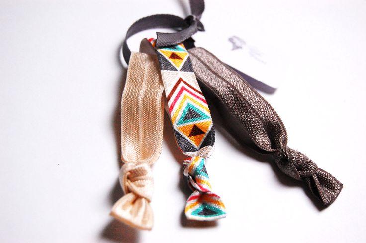 Geknotete Haargummis mit Azteken-Print #Maya #Indianer #Aztek #Glitzer #Armband #Boho #Indie #Hippie www.petit-fours.com