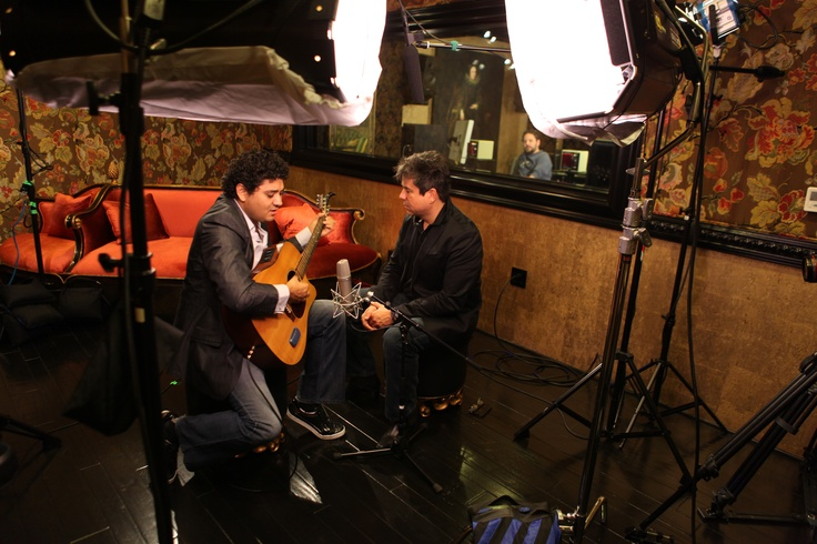 We spent a fabulous Saturday with singer songwriter Jorge Guevara former lead singer of the bands CAOS and ELEFANTE.
