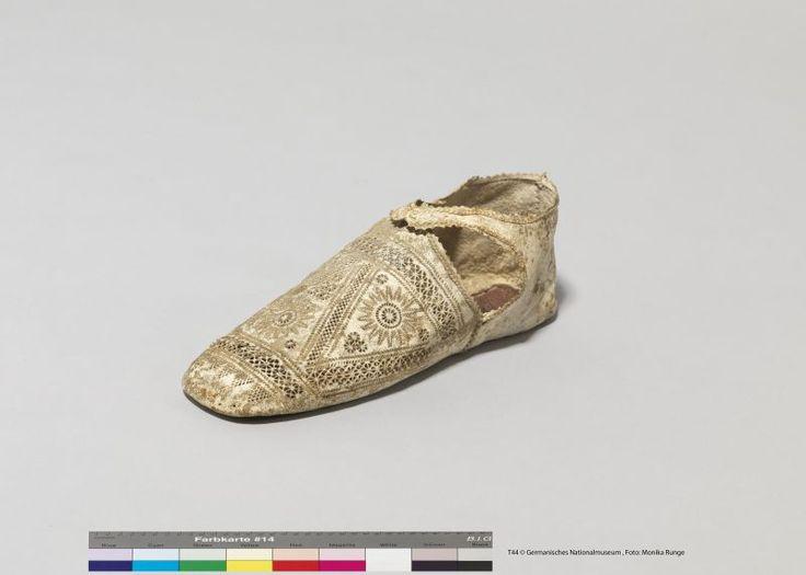 Lederschuh, leather shoes Inventarnummer: T44 Datierung: um 1600 Ort: Spanien oder Italien; Material/Technik: Leder, gestanzt Germanischen nationalmuseum