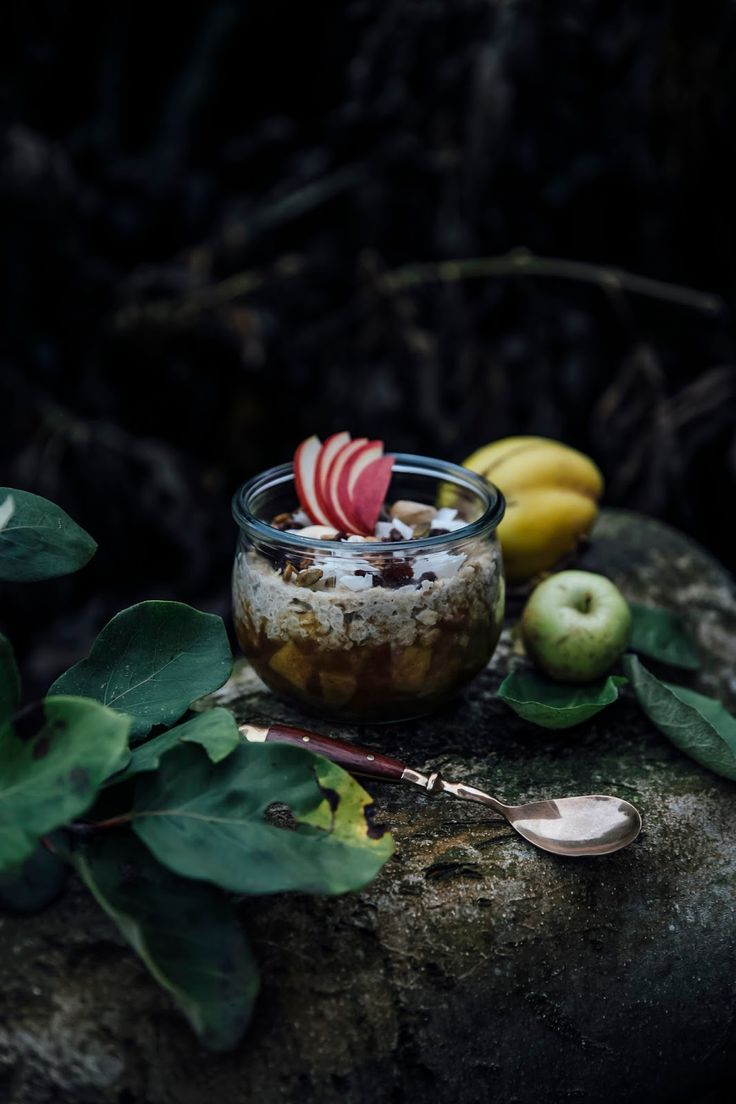 autumn breakfast: hemp milk-quinoa-oat porridge with quinces and apple compote & a foodist give away
