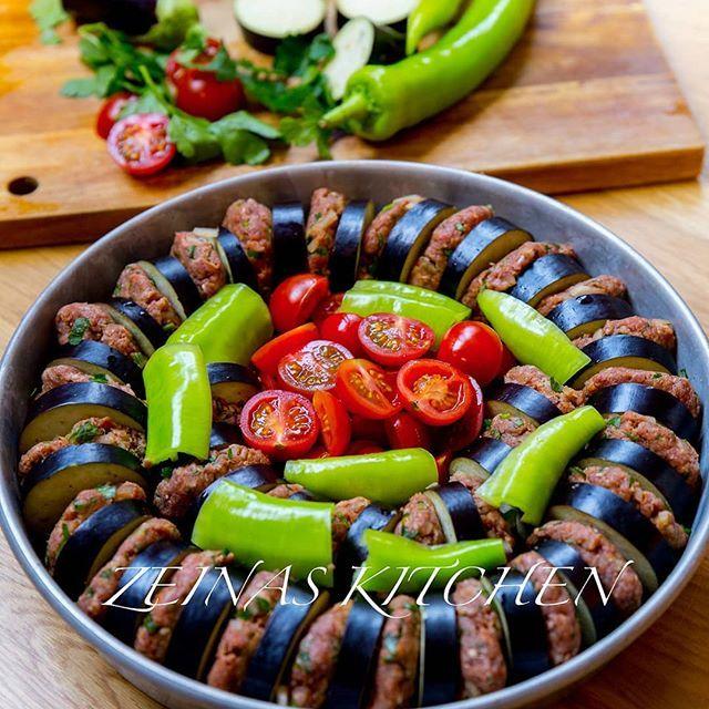 Patlican Kebab Turkisk Kebab Tillagad I Ugn Med Aubergine Tomat Sivri Och Tomatsas Smakerna Som Blandas Samman I Formen Ar U Kebab Vegetarian Mat Och Dryck