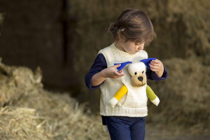 Originale gilet con peluche realizzato con il nostro kit Tobia dello Zoo di Mondial #tobia #zoomondial #zoo #filato #lanemondial #mondial #newcollection #yarns #knitwear #baby #bambino #fashion #style #knit