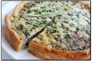 Пирог с консервированной рыбой и луком