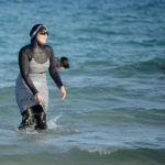 """Le Conseil d'État soutient les Frères Musulmans et autorise le port du """"burkini"""""""
