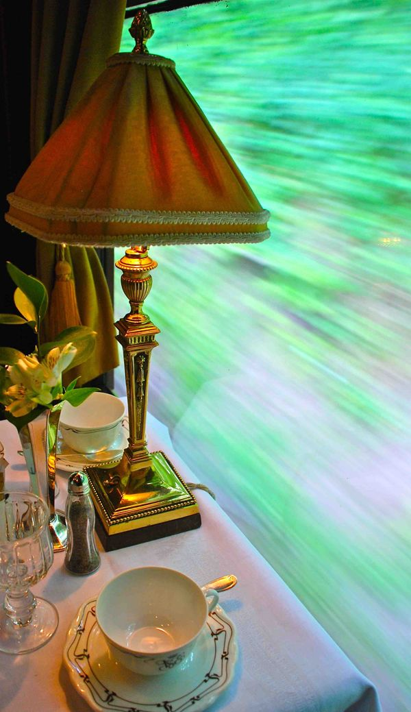 British Pullman table setting.  (Photo: Owen Hardy, IRT)