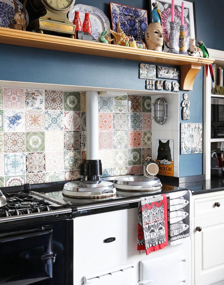 Kitchen with aga and patterned tile splashback d for Cheap kitchen splashback ideas