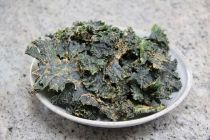 Kale Roundup - Six Recipes for Dehydrated Kale Chips | Dehydrator Review -- including kale with cinammon, kale with tahini, kale with cashew & dried tomato & asian kale