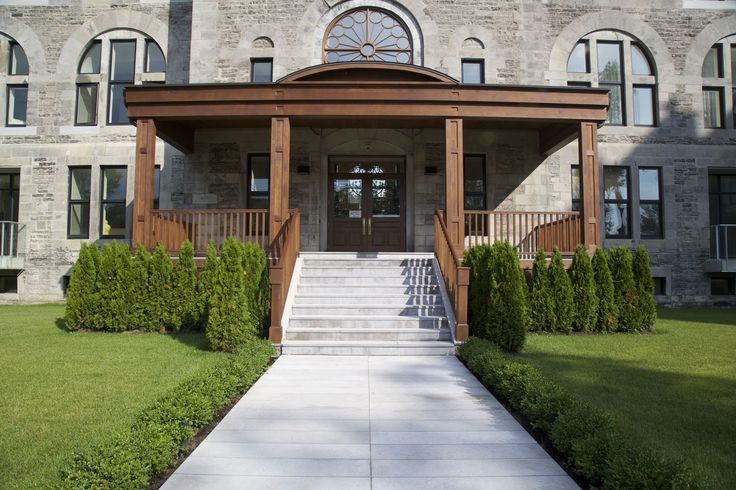M Project Marianapolis #commerciallandscaping #landscapingideas #frontentrance #mtl #stairs #steps #pavers