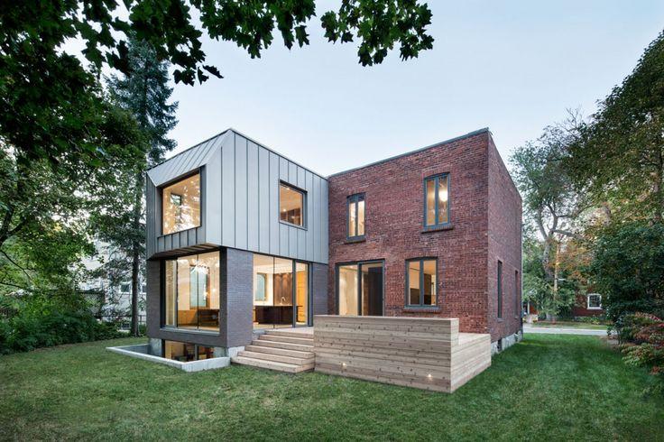 Minimalistische Terrasse vor Backsteinbau mit modernem Anbau - möbel martin küchen angebote