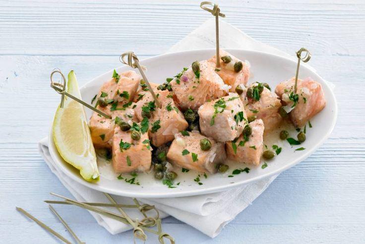 Zalm en bubbels gaan heel goed samen: in dit hapje marineren we de vis er zelfs in - Recept - Allerhande