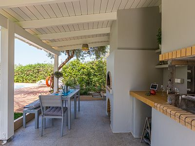 Rethymno villa rental - Enjoy al fresco dining with your whole family! BBQ facilities & traditional oven