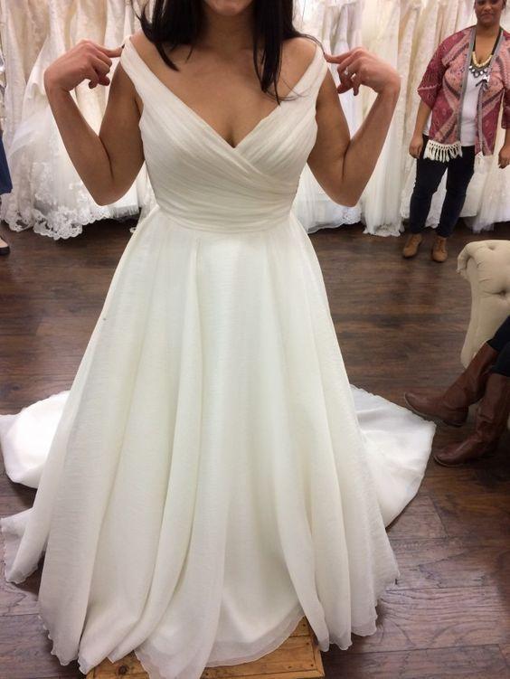 Charming V neck White Tulle Wedding ceremony Costume, Elegant Bridal Attire