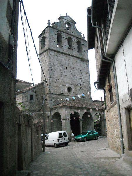 Campanario de la iglesia de San Martín. Esta iglesia posee un estupendo artesonado de madera. Su belleza y antigüedad le han valido ser declarado Monumento Histórico Artístico.