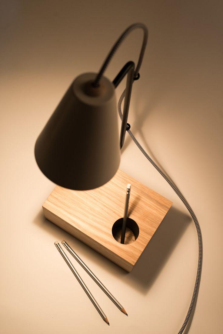 Legno, ceramica, ferro, l'utilizzo è libero, le forme, i volumi. Così nasce COMBY, il nome da combinazione, un'insieme di oggetti che comprende lampada da tavolo, bajour, lampada da scrivania, specchio da tavolo e alzatina, dove ogni elemento mantiene indipendente il carattere per funzione e presenza formale.Una combinazione di materiali, legno, ceramica e ferro, ma anche di forme. http://www.federicabubani.it/portfolio_page/comby-collection-federica-bubani/