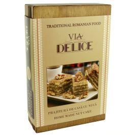 """9 prajiturele delicioase pentru cele mai rafinate gusturi!O """"colectie"""" de dulciuri atent selectionate, pachetul contine prajiturele de casa cu nuca.Prajiturelele sunt atent asezate intr-o cutie de lemn personalizata cu sigla """"Via Delice"""".(Homemade cookies Via Delice)"""