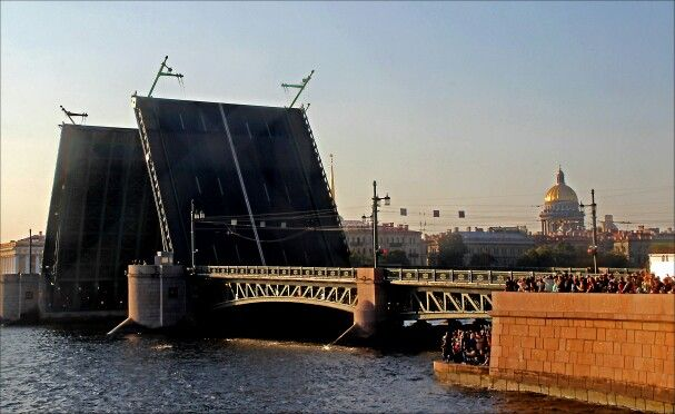 St.-Petersburg, Dvortsovy bridge