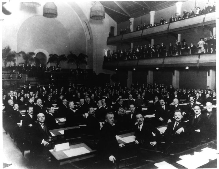 「1945 the theater where the first UN general assembly held」の画像検索結果