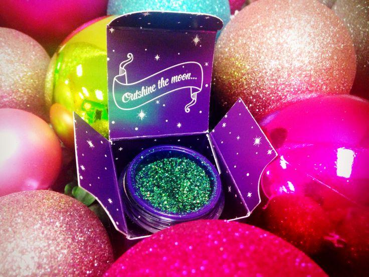 Say Happy Merry with the perfect green glitter : Capricorn Zodiac Glitter!