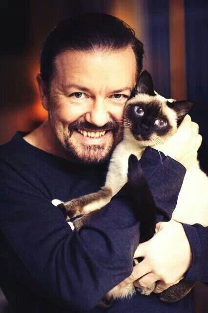 Ricky Gervais and his cat Ollie. I think he's at least as crazy about his cat as I am mine. That's saying something. Love these two! #rickygervais #ollie #cat