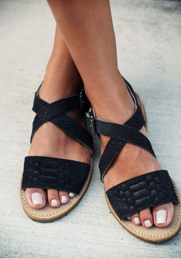 Leather flat sandals for hot Summer days and fun weekend getaways.