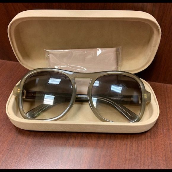 37521777a6ad Authentic Chloe Marlow Sunglasses Beautiful barely worn Chloe Sunglasses  Plastic frames and temples. Plastic lenses