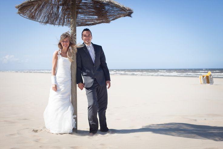 #summer #wedding  Een mooie trouwreportage op het strand van Zandvoort met dit Duitse stel. De shoot is een jaar na hun bruiloft gemaakt omdat ze door omstandigheden hun bruiloft zelf niet aan de kust konden doen.  #trouwreportage #bruiloft #hochzeit #wedding #zandvoort #canon5dmkii #strand #zee #nederland #netherlands #holland