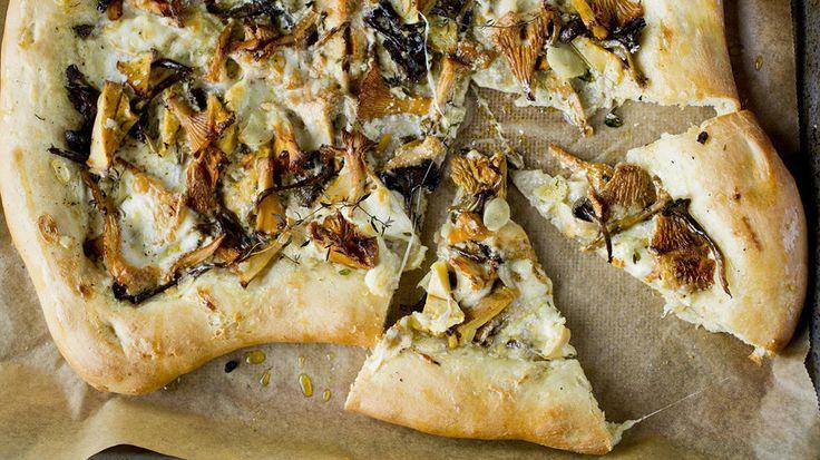 Enkel hvit pizza med sopp og mozzarella