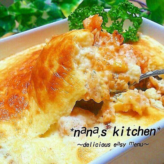 今日は ホワイトソースではなく 簡単に作れる ふわふわシュワ~っととろける ''チーズクリームのスフレ''   をのせた ドリアにしました♪(^ー^)   特別な食材を使う訳でもなきゃ よくオウチにある材料をちょっとずつで お手軽簡単に作れます♪☆-( ^-゚)v   ご飯は 上記の''真似したよ'' の作り方のご飯ですが 具材を   *鶏肉 *玉ねぎ *ほうれん草 *コーンにして オリーブオイルで炒めてます♪    スフレはオーブンではなく 簡単にトースターで焼いて できちゃいます♪(〃∇〃)   とにかく チーズクリームのスフレが ふわふわで シュワ~っととろけ ご飯とこれまたよく絡み 超~ウマイッッ★ о(ж>▽<)y ☆   こちらには上に乗せるスフレのレシピを 記録させていただきます♪(^ー^)   ~材料 1~2人分~  卵 一個 牛乳 100CC バター 15㌘ 小麦粉 大さじ1 スライスチーズ 一枚 シュレッドチーズ 大さじ1 塩胡椒 適量