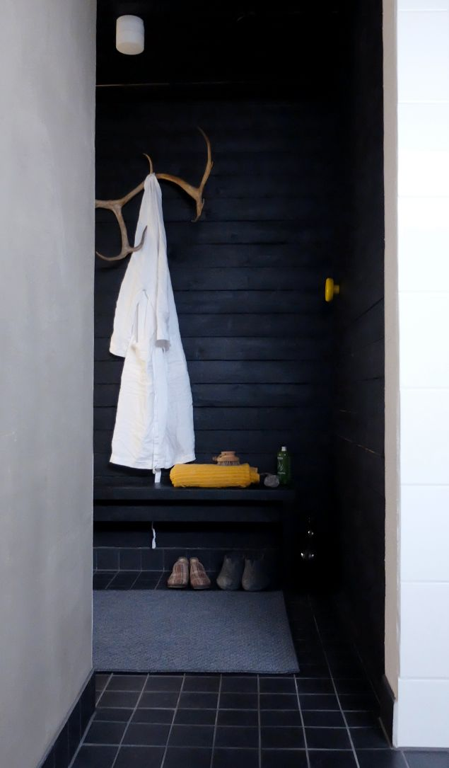 Oh the elegance of black wood stylish simple bathroom pukuhuone | kotipalapeli