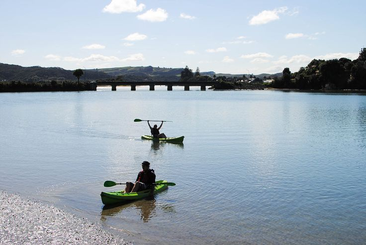 Have you heard of Raglan, New Zealand's free spirited town on the North Island? Like its slogan 'jewel of the Waikato', Raglan sparkles. Here, backpackers rub