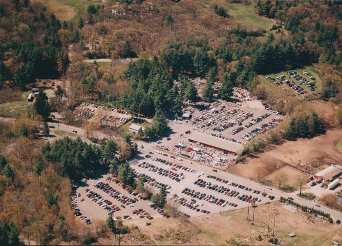 You Could Easily Spend All Weekend At This Enormous Massachusetts Flea Market