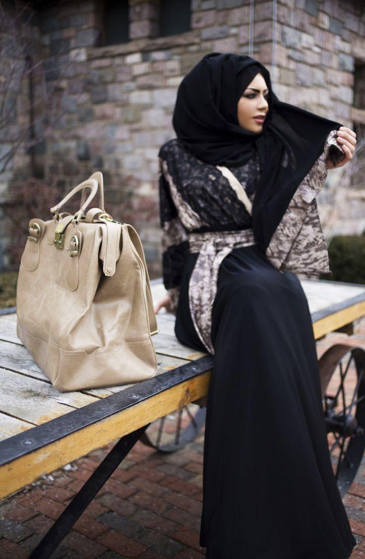 La Parisienne Abaya (By Fawziah Al Marzouqi)