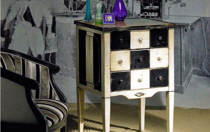 www.smellinkclassics.nl | Bayonne | Kleine exclusieve meubels | Dressoirs | Klassiek en Landelijk | Grappige accenten