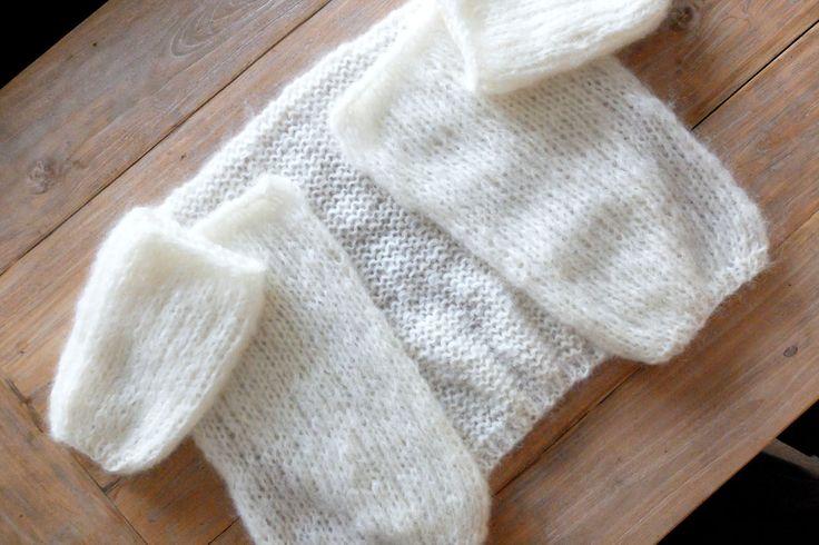 In deze blogpost leer ik je hoe je zelf eenvoudig je eigen oversized vest in Bernadette-stijl breit.