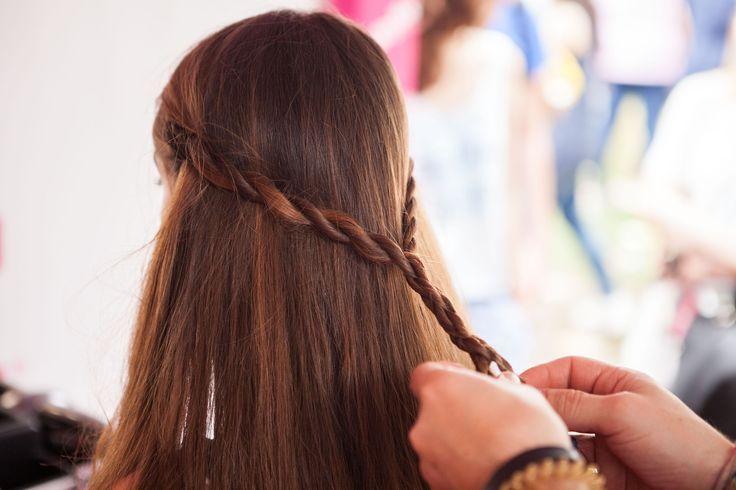 Sei a corto di idee per le tue acconciature? Cosa ne pensi di questo look semplicissimo da realizzare ma di grande effetto? Assolutamente da provare per le prossime feste d'estate! ;) #festival #look #hairstyle #braids #braidstyle #festivallook