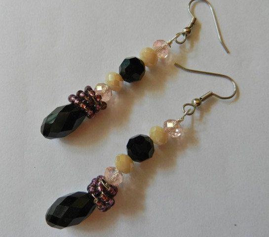 Orecchini pendenti con goccia nera, cristalli e perline by ifilicoloratidisara #italiasmartteam #etsy