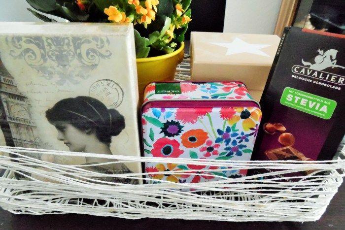 Die andere Idee für einen Geschenkkorb: Eine Kiste aus Wolle