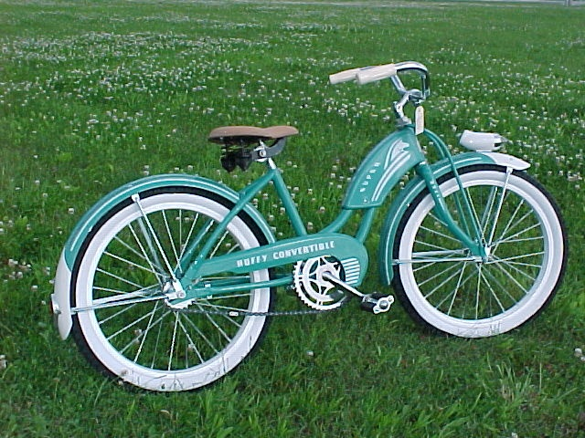 Vintage Huffy Bike. I really really want one. =) My older sister had one growing up, and after I got off my training wheels that was what I rode.