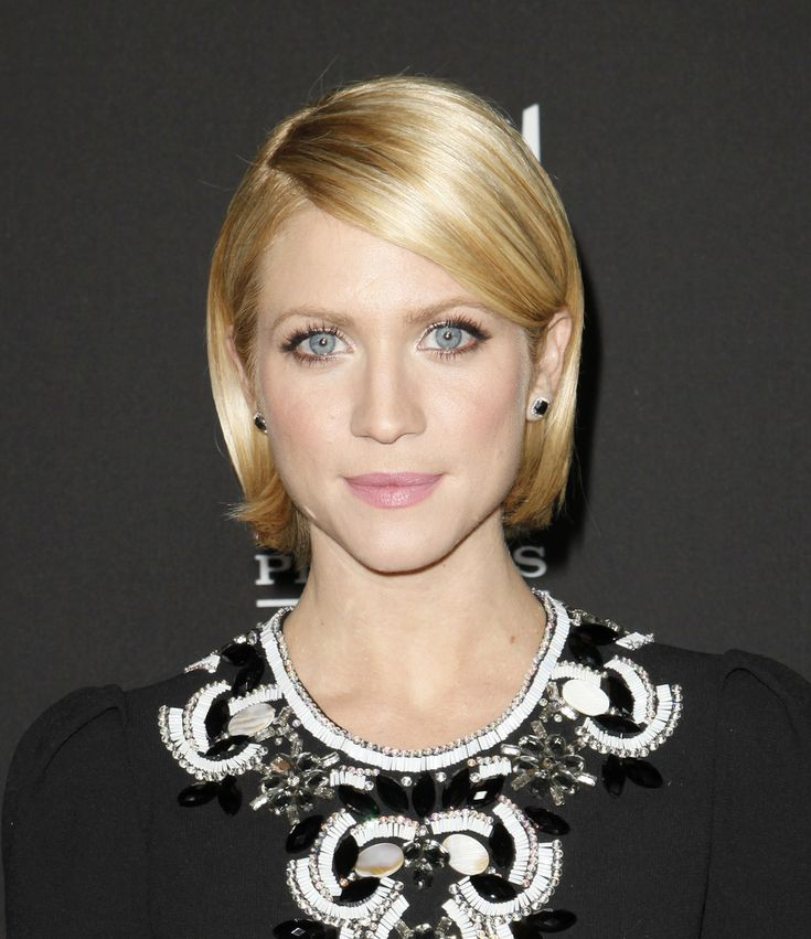 88 best Classic Bob images on Pinterest   Hairstyle ideas, Chin length hairstyles and Hairdos