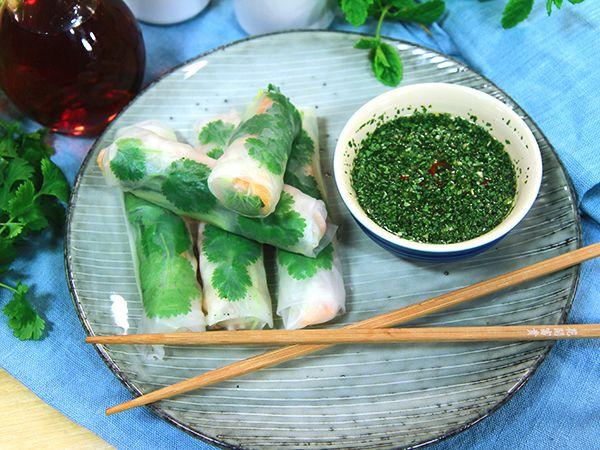 Vietnamesiska vårrullar med nouc cham-dippsås | Recept.nu