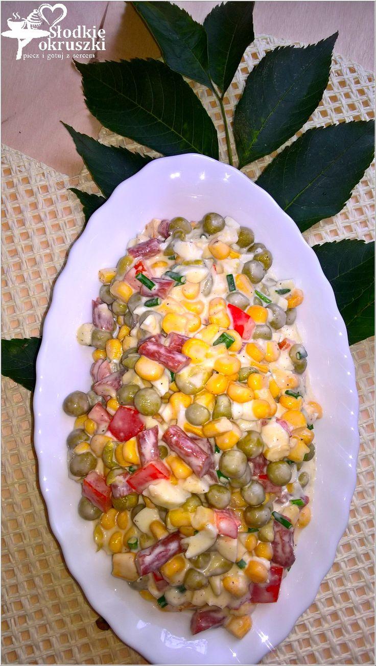 Kolorowa sałatka z kabanosem