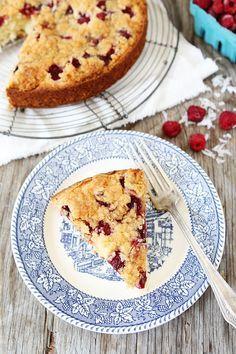 Recette Gâteau moelleux noix de coco framboises thermomix. Voici une recette de gâteau moelleux aux framboises et noix de coco facile