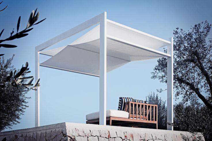 Xentia Evo è un'elegante lounge area, un ombreggiante di design o un carport funzionale. #outdoor #living #home #madeinitaly #design #gazebo #outside #space #awnings #patios